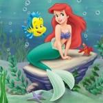 La Sirenita en el mar