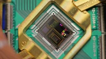 Google moves closer to a universal quantum computer