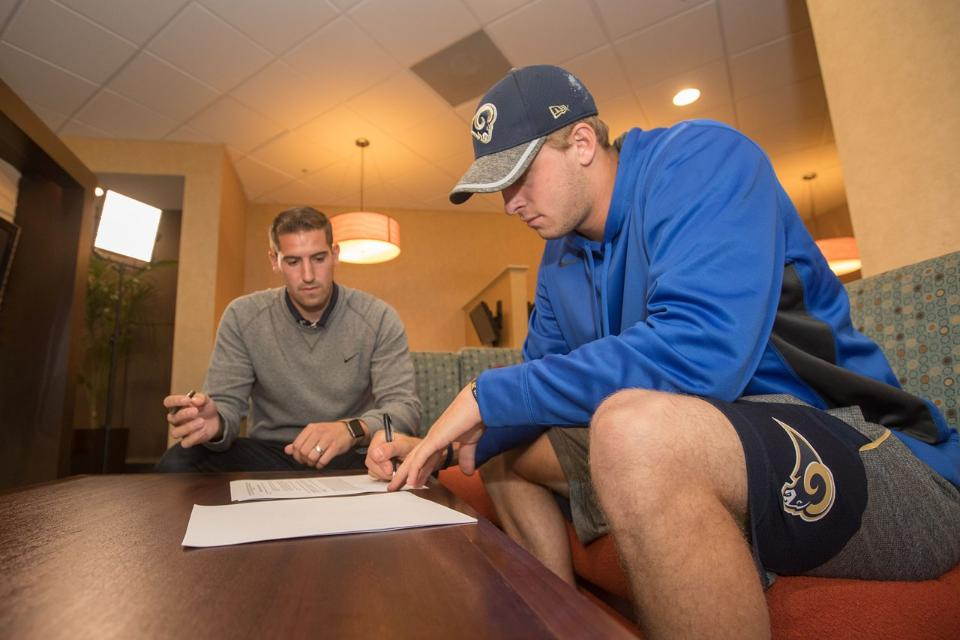 Goff, Rams Draft Picks Sign Rookie Contracts
