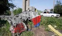 MH17_wreckage_Holes_CRG