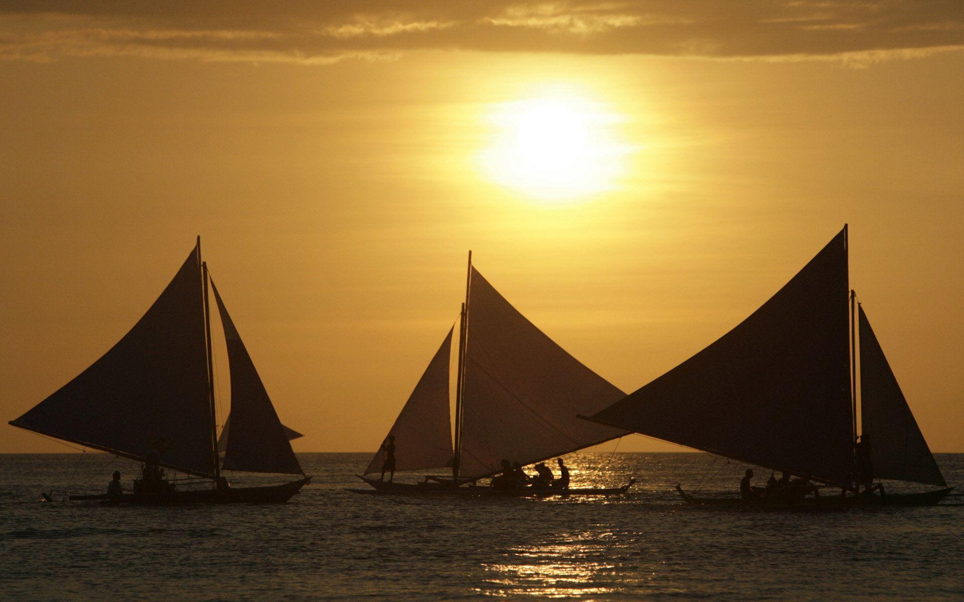 夕阳下的海上帆船 中国风ppt背景图片