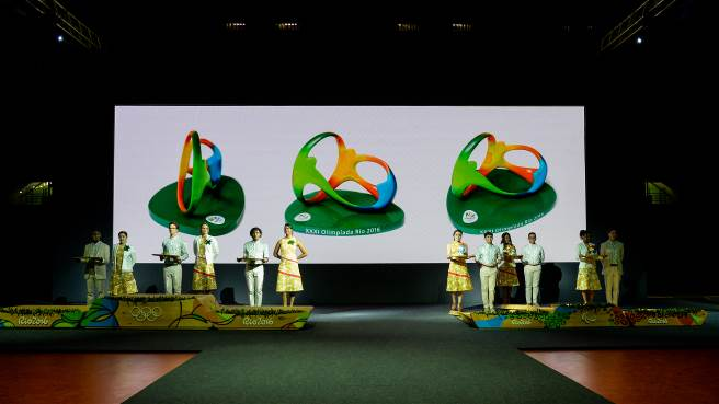 A first at Rio 2016: as well as a medal, the best athletes will also take home with them a statuette of the official Rio 2016 Olympic logo.