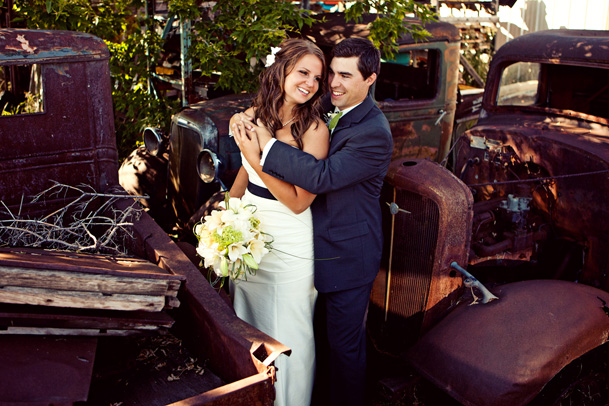 old car junkyard wedding photos