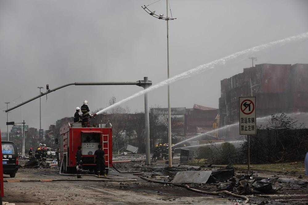 天津滨海爆炸事故现场新区灭火进行时