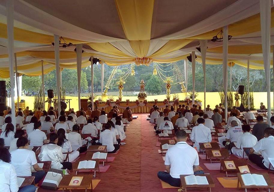 Pelantunan Tipitaka di Candi Borobudur pada hari ke-2, Minggu (26/7/2015).
