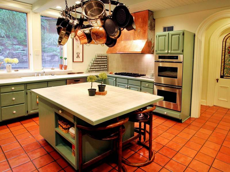 Image of: How to Paint Distressed Kitchen Cabinets