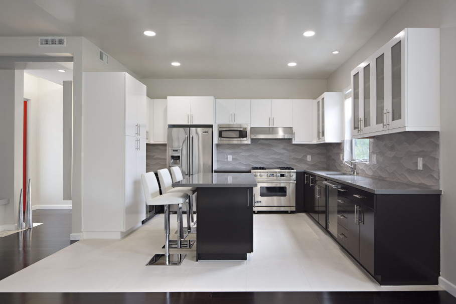 Image of: Two Tone Kitchen Cabinets Black and White