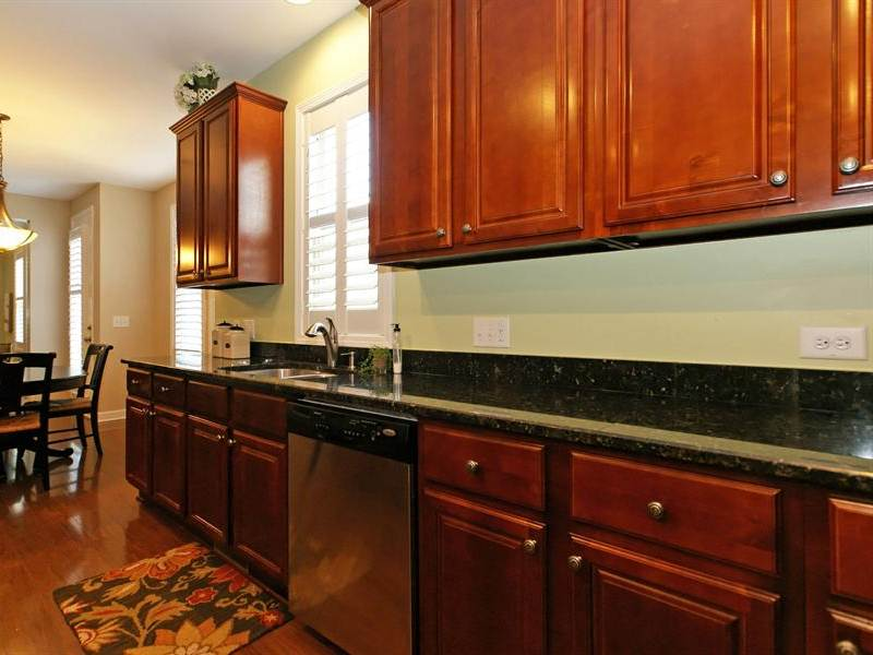 Image of: Countertop for Dark Chocolate Cherry Kitchen Cabinets