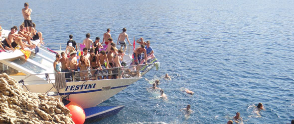 Party-Cruise vor Novaljas Küste