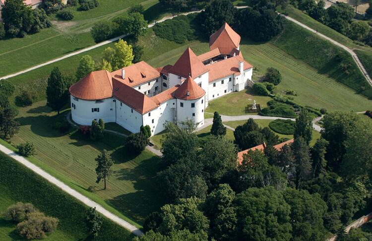 Stari Grad | Total Croatia