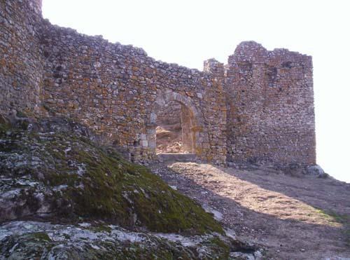 Vista del interior del castillo de Montanchez