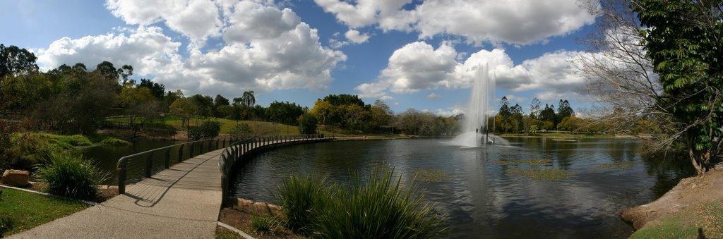 UQ_Lake_view_toward_South-East