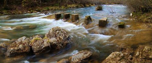 """""""Los Pasos"""" sobre el río Bayas en Sarría"""