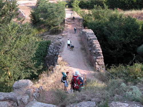 CAMINO DE SANTIAGO. Puente Romano a la salida de CIRAUQUI/ZIRAUKI (Navarra)