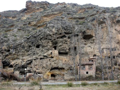 INESTRILLAS (Aldea del municipio de Aguilar del Río Alhama)-08. Antiguas casas cuevas.