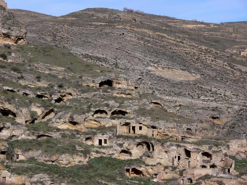 CERVERA DEL RÍO ALHAMA (La Rioja). 2006. 03. Antiguas casas cuevas.