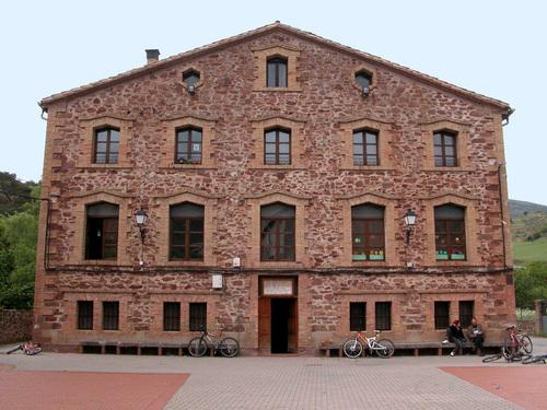 VINIEGRA DE ABAJO (Las Siete Villas). La Rioja. 2005. 07. Escuelas Venancio Moreno (1908).