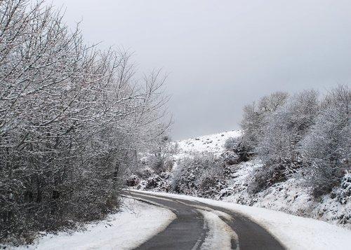 Carretera invernal (Fresneda de la Sierra Tirón, 2-2-2008)