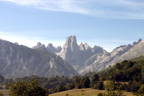 Naranjo de Bulnes (Picu Urriello)_Picos de Europa