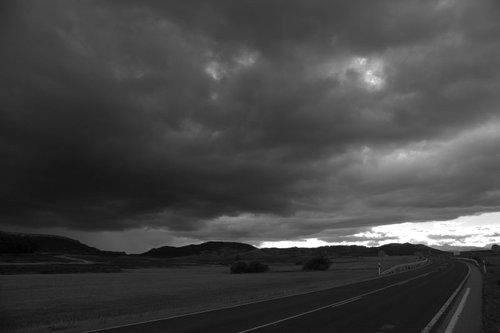 Nubes en la carretera