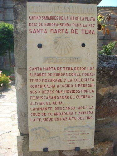 Placa Camino de Santiago Sanabrés en Santa Marta de Tera, Zamora, País Llionés