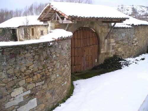 Portón del Convento de Otero de las Dueñas (León)