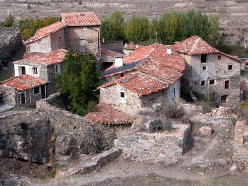 EL VILLAR (Aldea de Enciso-La Rioja). 2005. 07. Valle del Cidacos. Vista del pueblo.