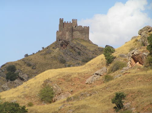 Riba Castle from the distance