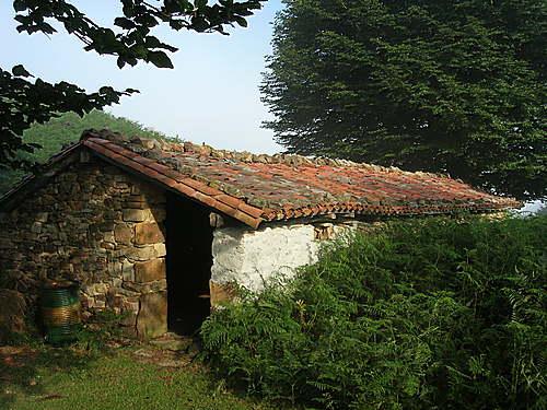 Vieja casa sobre el Collado de Idoia