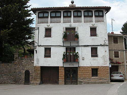 SAN ROMAN DE CAMEROS (Camero Viejo-La Rioja). 2004. 02. Casona.