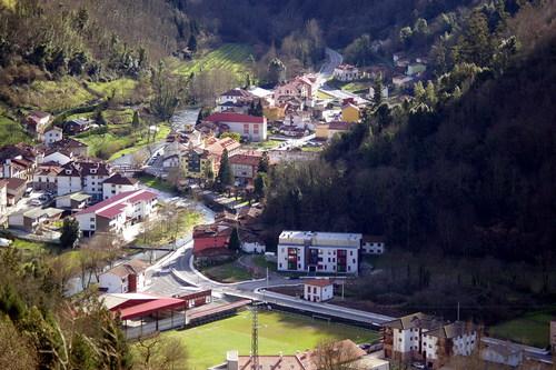 Vista de Belmonte de Miranda, desde la Cueva del Airón, Asturias