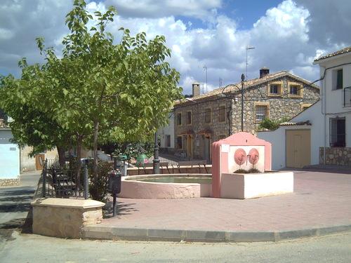 Plaza de la Constitución, que no del Generalísismo como pone en Google Earth (Naharros)