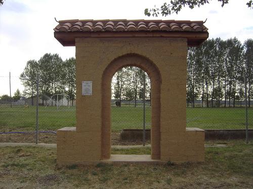 """Monumento al """"ADOBE""""  - Villaquejida (Leon)"""