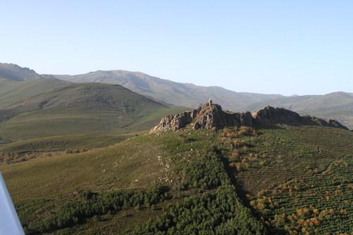Vista aérea de las ruinas del castillo de Valdavido, localidad de Truchas