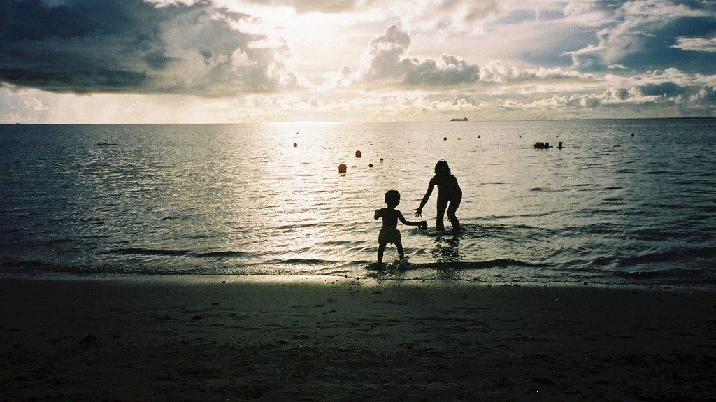 Come here!!/     Saipan sunset 2001