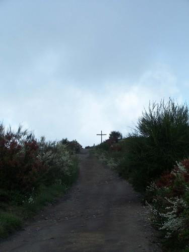 Cruz en el monte Talariño, camino de El Barrio