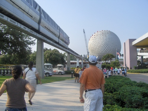 Epcot (walking to the Entrance)