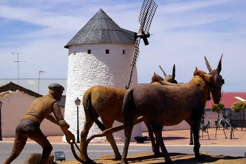 Escultura a Los Agricultores de Emilio Solana Morcillo (1955-2007), Munera, Albacete, Castilla la Mancha