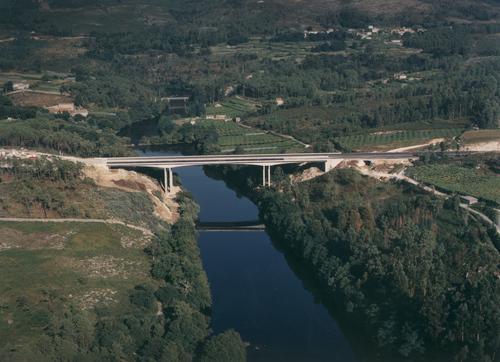 Puente sobre el río Ulla