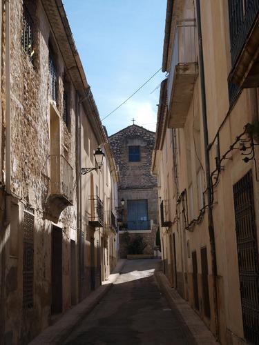 Calle Mayor, al fondo fachada de la iglesia. Benasau