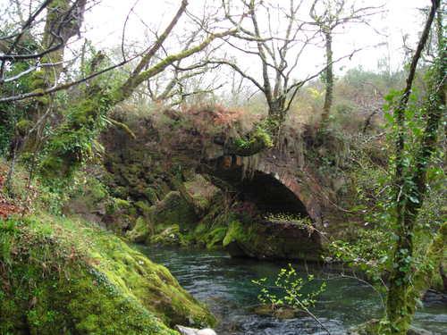 Ponte entre Campo e Godóns. Foto de De la Asunción A.