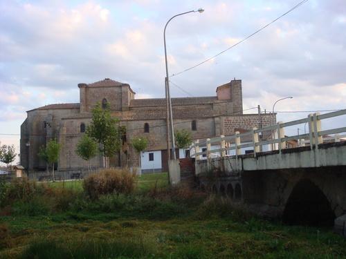 iglesia y puente viejo