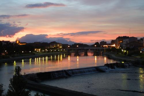 Mirando el Ebro atardecer gentileza Muebles Guerrero