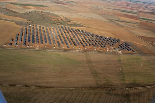 Vista aérea de una instalación fotovoltaica en el término de Villardefrades