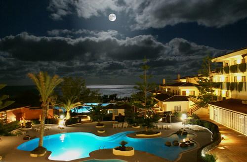 La Palma; Mondschein über Pool und Meer. © by UdoSm.the2nd