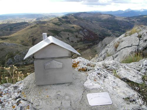 Buzón en la cima de Peña Perico