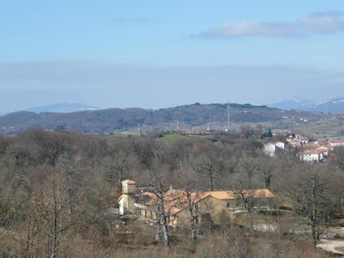 Vista sobre el Albergue de Soncillo y el pueblo