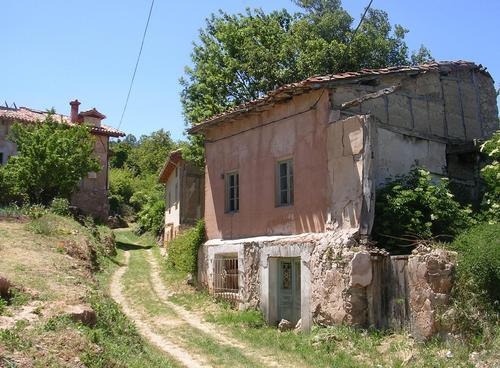 Arquitectura popular en la entrada a Santa Olalla del Valle.