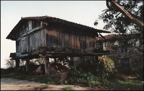 Horreo, Carrandi, Colunga.
