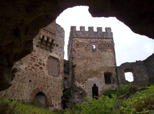 Vista desde el interior del castillo de Belvís de Monroy